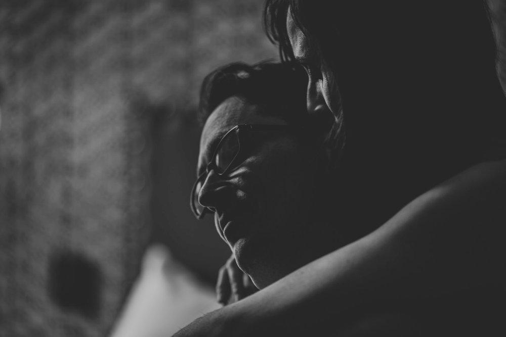 photographe-seance-couple-intimiste-cocooning_0031.jpg
