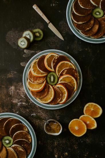 food-photo pancakes oranges kiwis